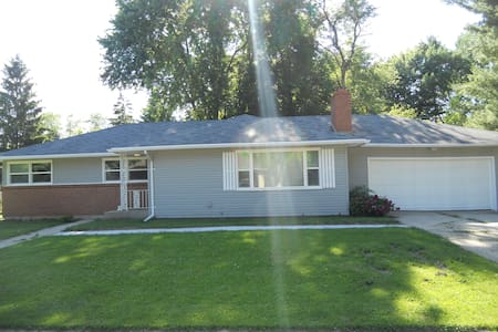 Relaxing Ranch in NE Rockford - Rockford - Casa