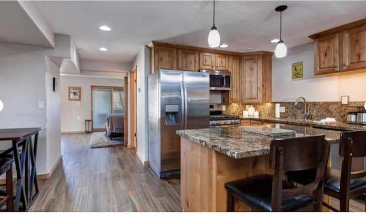 InterlineSki-in/Ski-out Condo just steps from Main