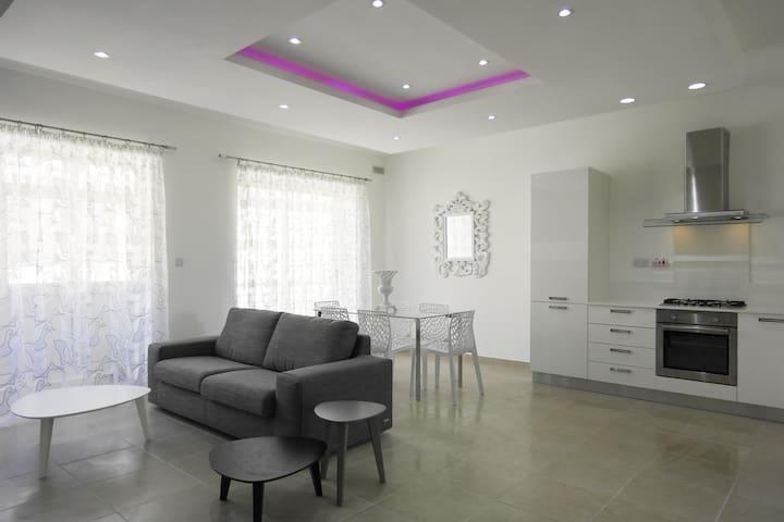 Central, Bright and Very Modern - Sliema - Apartamento