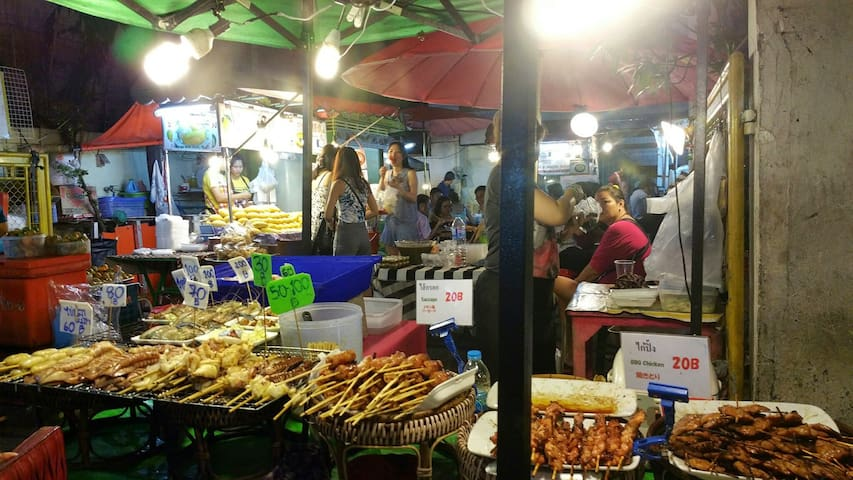 Sukhumvit 38 Street food night market .150 meters from the room