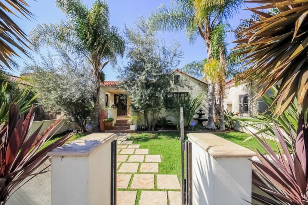 3 Bedroom House With Pool Houses For Rent In Los Angeles