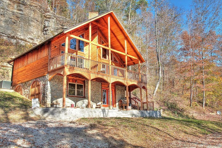 Wine Cellar 3BR Red River Gorge Cabin w/ Spectacular Views