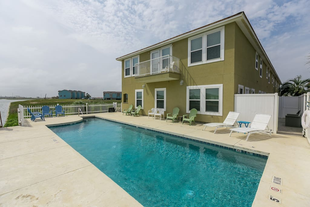 Meticulously maintained community pool.
