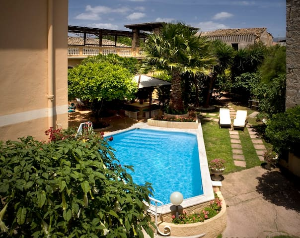 "Panoramic charming pool suite ""Eva"" - Sinnai - Apartamento"