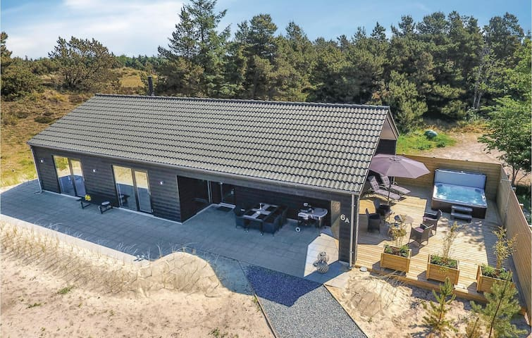 Holiday cottage with 3 bedrooms on 110m² in Blåvand