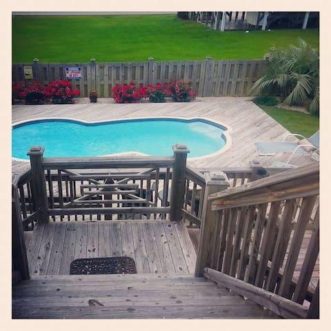 5 STAR! Private Pool! Ocean Views, Festive Decor!