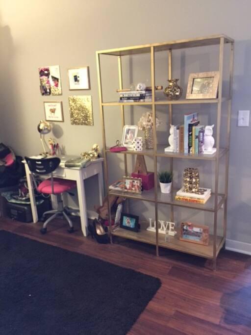 Extra room/Desk area