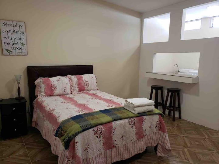 Quito suite AA privada baño cocina directv & wi fi