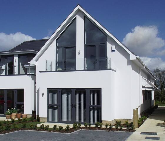 3 The Copse - 4-Star GOLD - Bournemouth - House