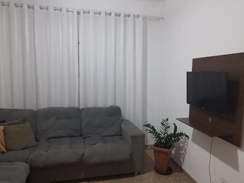 Apartamento confortável, bem arejado e individual.