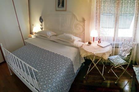 Single-double room in villa on Ligurian sea, Ge. - Pieve Ligure - Hus