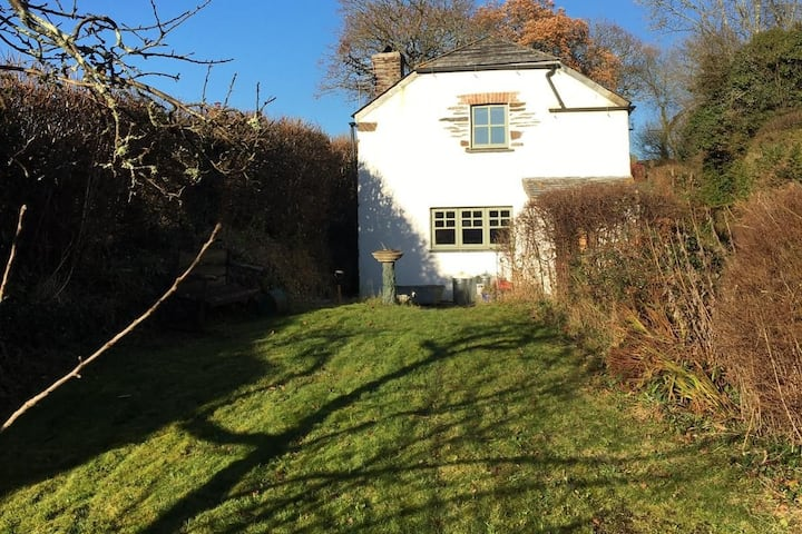 Dog friendly Cornish Cottage & Countryside views..