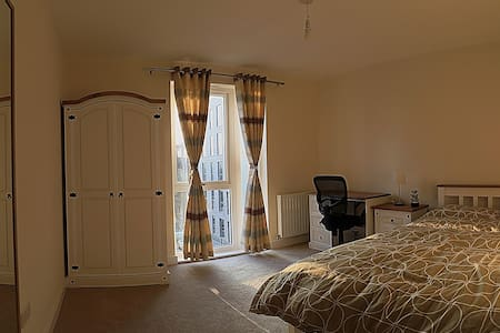 iii.Double Bed (en suite) close to London central - Edgware - Daire