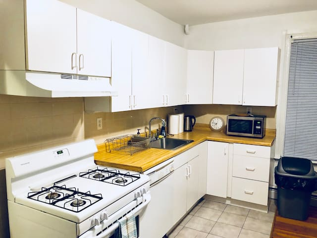 "520 ""4"" Private room with laundry/Path to NYC/WIFI"