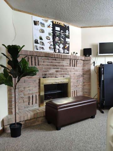 Cozy semi-basement studio(Separated  Entrance)