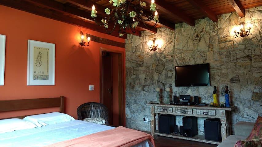 Suite 1º Piso - 1 Cama de casal + 1 Sofá cama de Casal