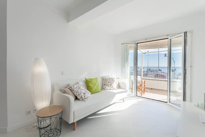 Sea View Apartment at Parede Beach, Cascais