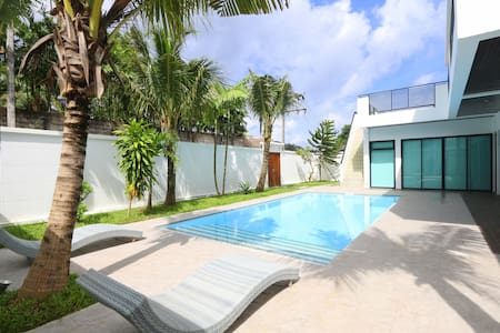 Modern Design Private Pool Villa Near Patong - カトゥー