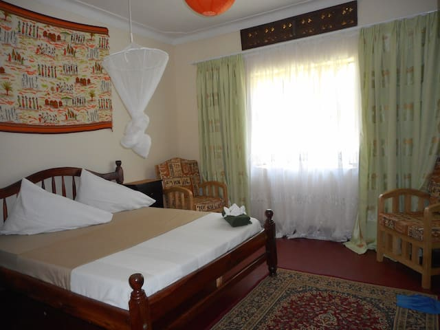 Flower Home - Kampala - Bed & Breakfast