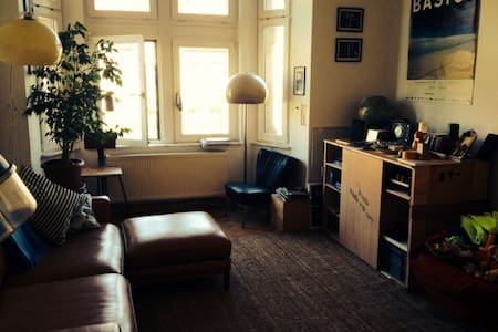 Schöne große Wohnung in der Südvorstadt - Leipzig - Daire