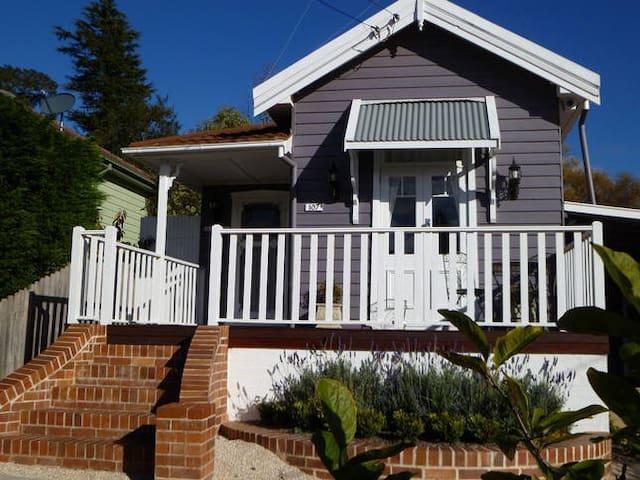 La Petite Maison- LEURA BLUE MTNS - Leura - Casa