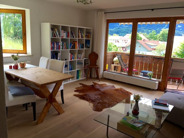 Große, helle Wohnung mit Westbalkon & Bergblick - Sonthofen