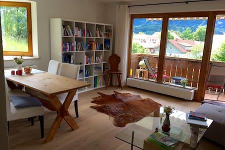 Große, helle Wohnung mit Westbalkon & Bergblick - Sonthofen - Apartment