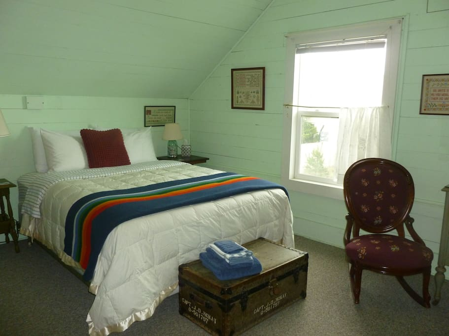 The Green room has ocean views.