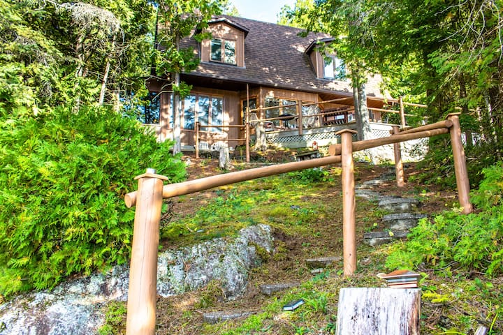 Private lake front cottage 50 minutes from Ottawa!