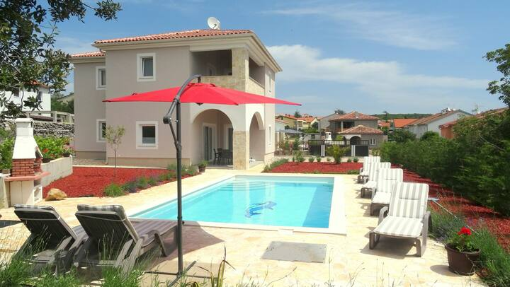 VILLA MARIE : 5*, heated pool, GYM, 900m from sea