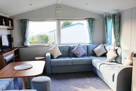 Brand new deluxe 3 bed caravan with decking