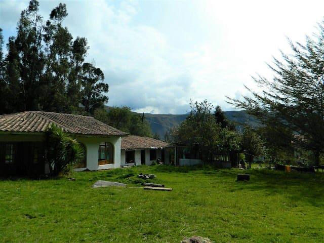 Kuychi Llaqta, Camping en Urubamba