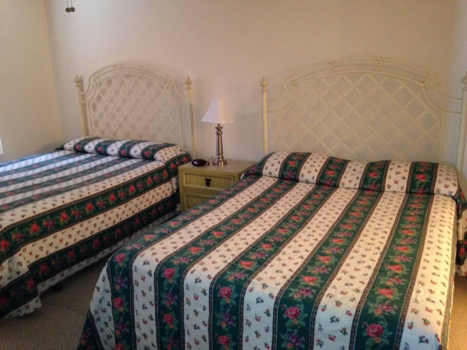 2 queen beds in the back