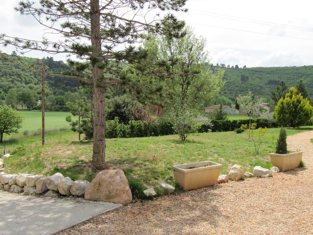 Bel appartement avec jardin dans cadre campagne - Allemagne-en-Provence - Leilighet