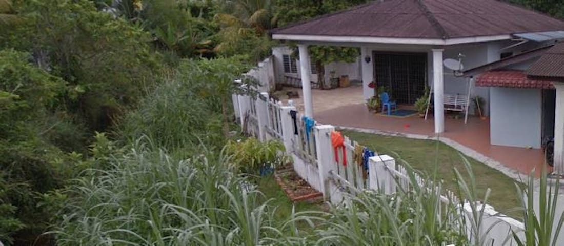 Self-contained Riverside Cottage near Meru, Ipoh