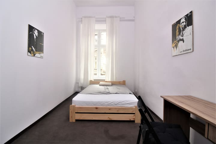 Nice room in big apartment next to Wawel Castle