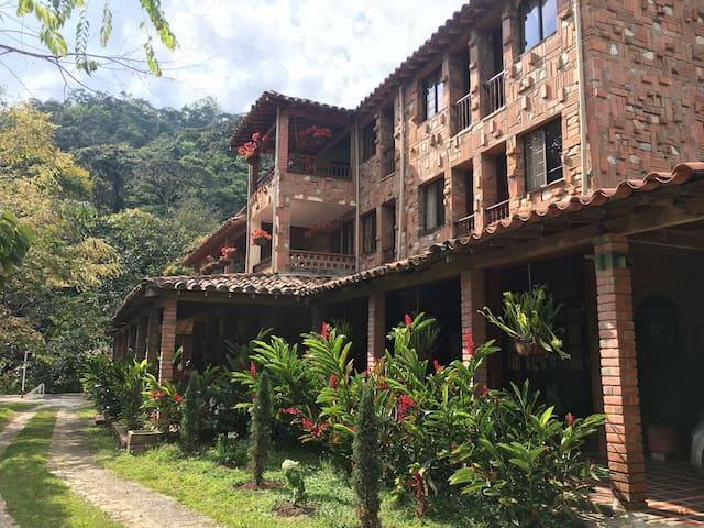 Hotel Campestre en San Carlos