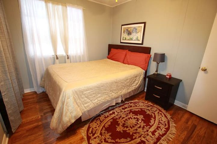 Downtown on Greene-Queen Bed