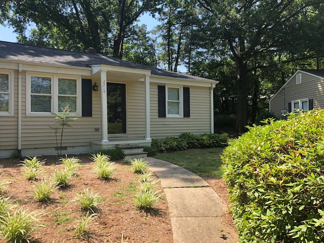 Lovely little cottage 5 mins from downtown Raleigh