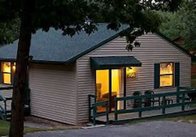 Christmas Mtn Wisc Dells 2 BR Cottage 2/22-24/19
