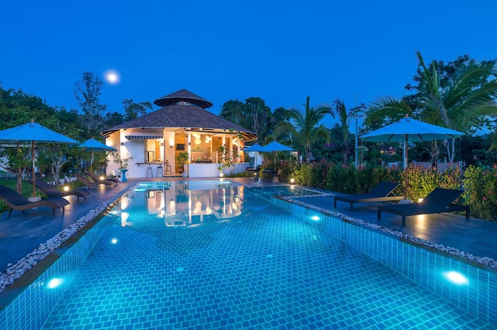 Villa for 2 persons with Big salt swimming pool