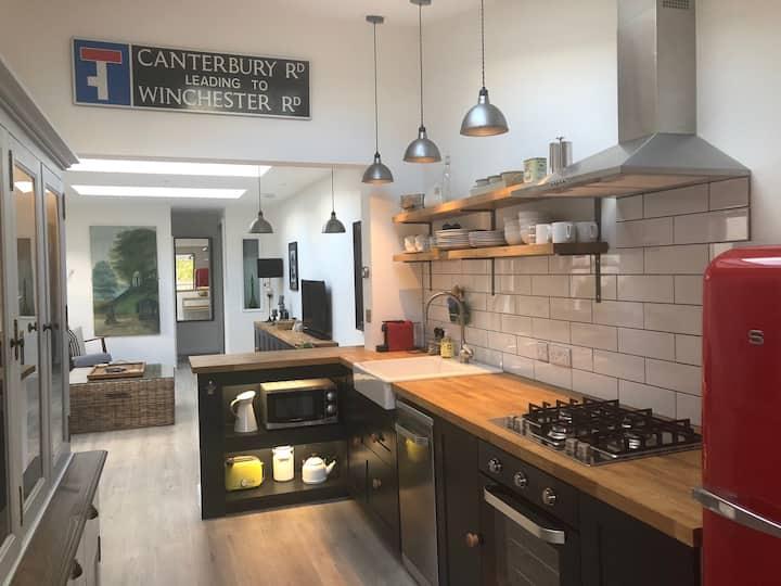 Whitehouse Garden Apartment in Bath - free parking