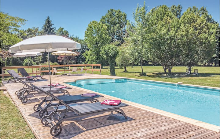 Amazing home in Serres et Mantguyard with WiFi and 6 Bedrooms