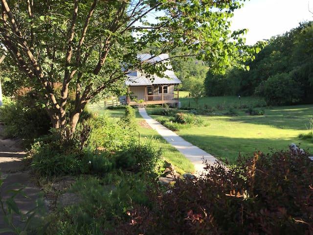 Garden Cottage near Asheville - Fairview - Cabaña
