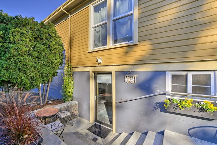 Chic Apartment 2 Blocks from Central Fairhaven!