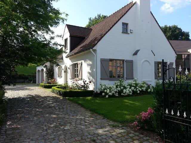 Chambre dans charmante villa à Dion-Valmont - Chaumont-Gistoux