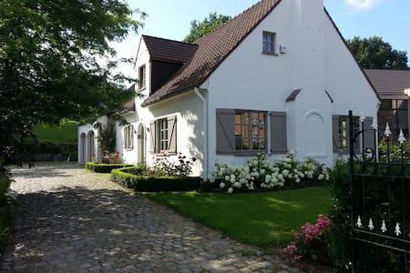 Chambre dans charmante villa à Dion-Valmont - Chaumont-Gistoux - Rumah