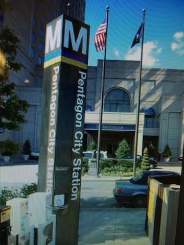 Beautiful Luxury Condo 2 Blocks to Metro & Whole Foods!