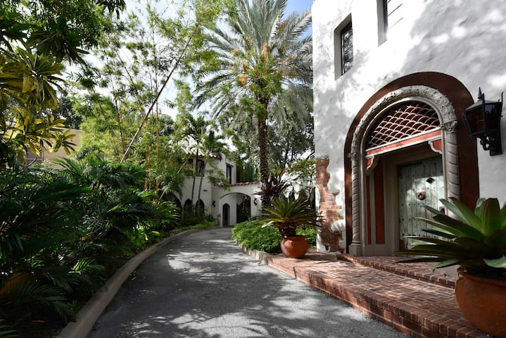 Charming & Historic  3 bedroom & Pool Miami Home