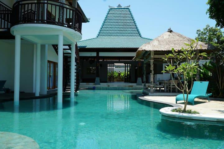 Luxury Room, 300 mts TO BERAWA BEACH! BRAND NEW